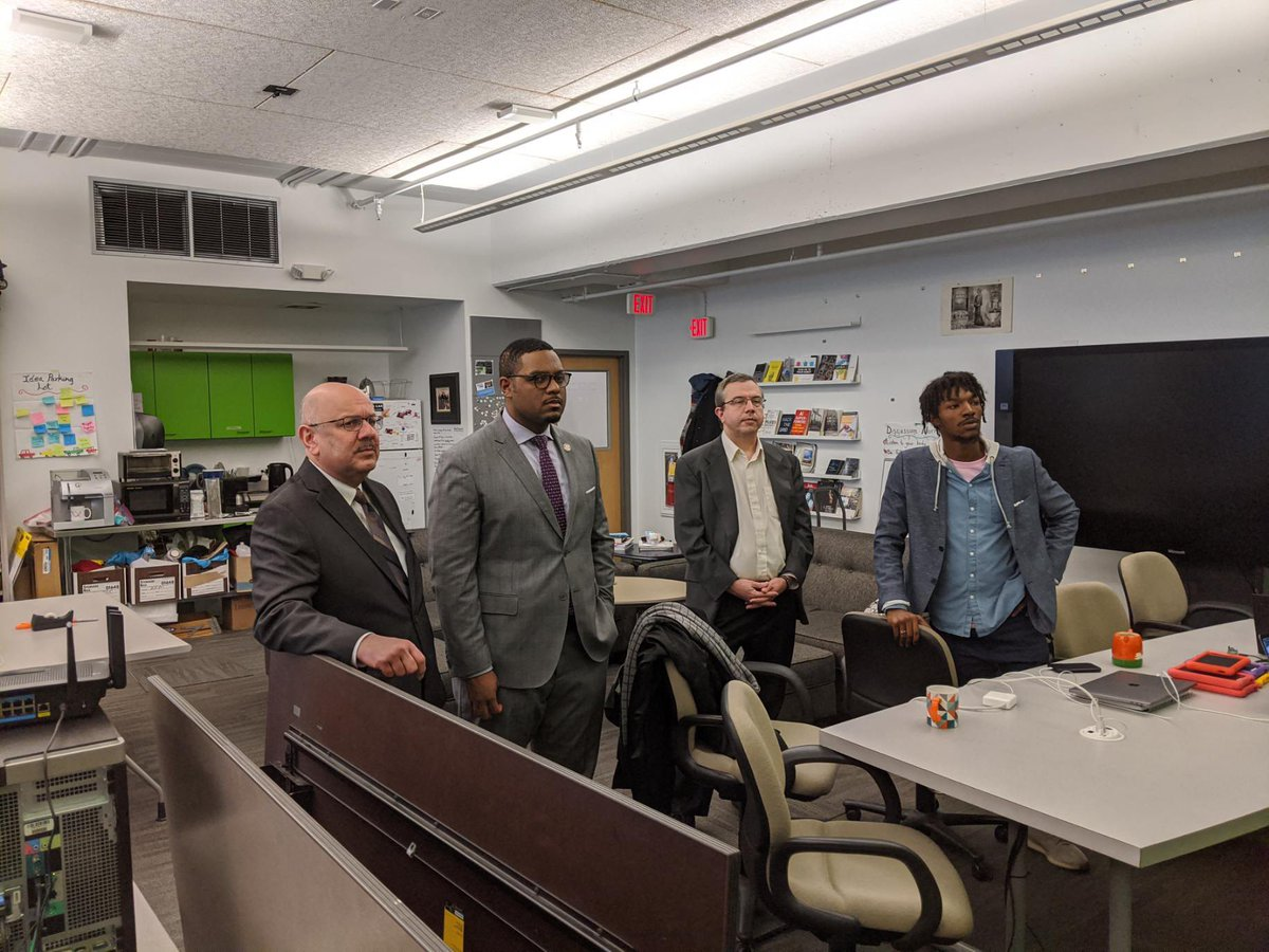 This afternoon I got up close look at the great work @CarnegieMellon is doing in Advanced Manufacturing & Cybersecurity! Special thanks to President Farnam Jahanian for showing me around #LetsWork <br>http://pic.twitter.com/eCpmg1Q8z7