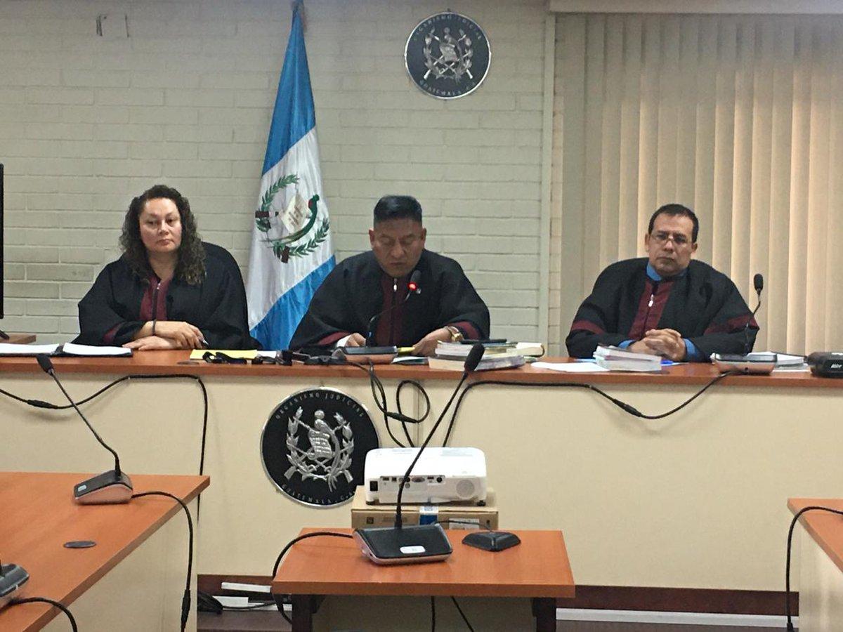 """test Twitter Media - El Tribunal de Mayor Riesgo """"C"""", presidido por el juez Pablo Xitumul, otorgó un criterio de oportunidad en favor de Javier Mendizábal, acusado de dos delitos en el Caso Siekavizza. La decisión fue unánime. https://t.co/9pU4WIifvW"""