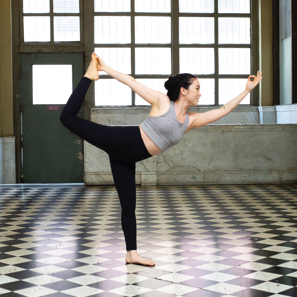 """""""Life is the dancer, and you are the dance."""" - Eckhart Tolle   #natarajasana #liveyourbestlife #yogaeverydamnday<br>http://pic.twitter.com/6BSRP3VIEX"""