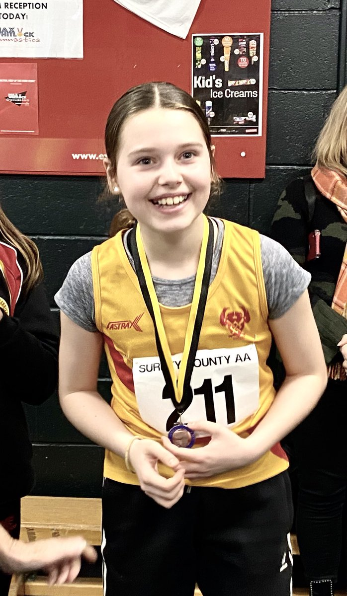 The smile on Willow's face says it all after picking up her silver medal at the recent Surrey Indoor Championships in the U13 long jump with a new PB of 3.99m! @hercarmy #ProudDadpic.twitter.com/oF8NKZRvXt