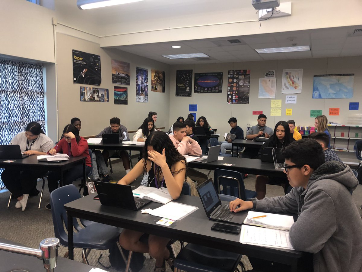 Conceptual Physics working on their focus note-taking skills while researching peer-reviewed science journals. #knightsdoitright<br>http://pic.twitter.com/ExevoM4XTr – à Shadow Hills High School