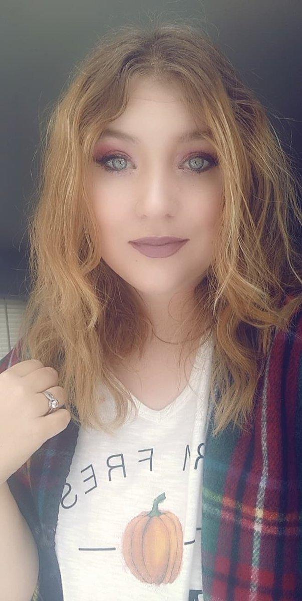 This is an older fall makeup look #fallmakeup pic.twitter.com/WcgnVuGzPK