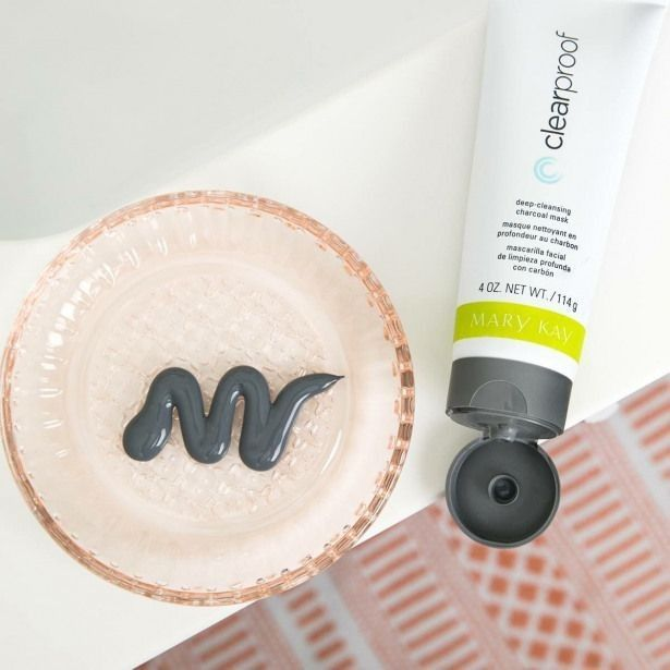 Nothing quite beats the feeling of my skin after using the Clear Proof® Deep Cleansing Charcoal Mask! Pair it with the Moisture Renewing Gel Mask, and I'm in HEAVEN! #FridayFavorite #MaryKay pic.twitter.com/6CtgQyUUNK