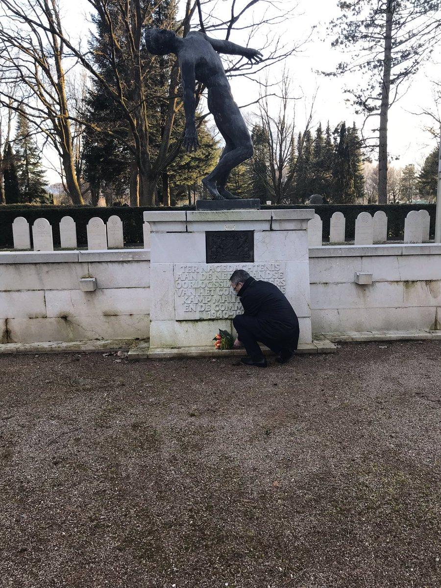Vandaag is in #KZ_Mauthausen een nieuwe bronzen plaat met namen van Nederlandse slachtoffers in het NL monument aangebracht. Vanmiddag heb ik bloemen gelegd op het NL ereveld @ogsnl op begraafplaats in Salzburg. Indrukwekkende, droevige plekken. #StichtingMauthausen #weremember pic.twitter.com/LJUqAdOFms