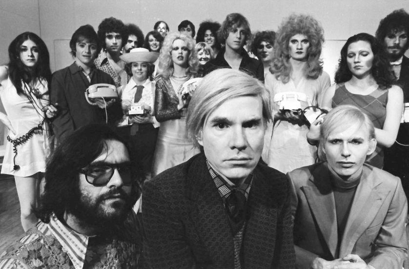 Est-ce à Andy Warhol que nous devons la rencontre entre l'art et le business ? Warhol avançait une prophétie : l'existence ne deviendrait possible que par l'image et dans le marché.  https://www.franceculture.fr/emissions/la-compagnie-des-oeuvres/lesprit-de-warhol-34-tous-warholiens?utm_medium=Social&utm_source=Twitter#Echobox=1582909881…