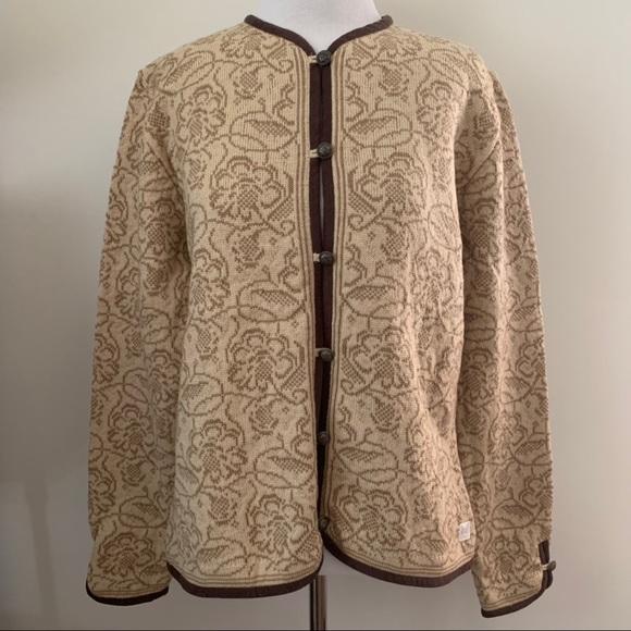 So good I had to share! Check out all the items I'm loving on @Poshmarkapp from @ChaoticHypnotic #poshmark #fashion #style #shopmycloset #daleofnorway #fabletics #marcjacobs: https://posh.mk/PdXIf5Cof3pic.twitter.com/idT4iFiRJv