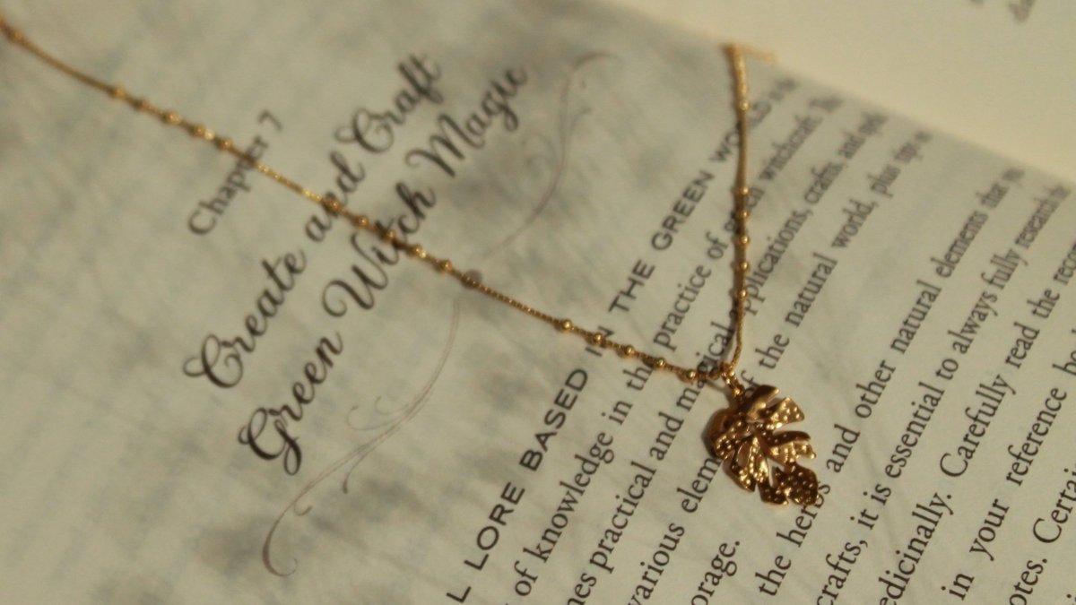 #Hoja delicada en #chapadeoro, mándame DM! #kalitajoyeria #jewelrygram #diseñomex #hechoamano #hechoenmexico #look #jewelryadict #musthave #chapadeoro #jewelrymaker Instagram: https://instagram.com/stories/kalitajoyeria…pic.twitter.com/iLvhLpKQaV