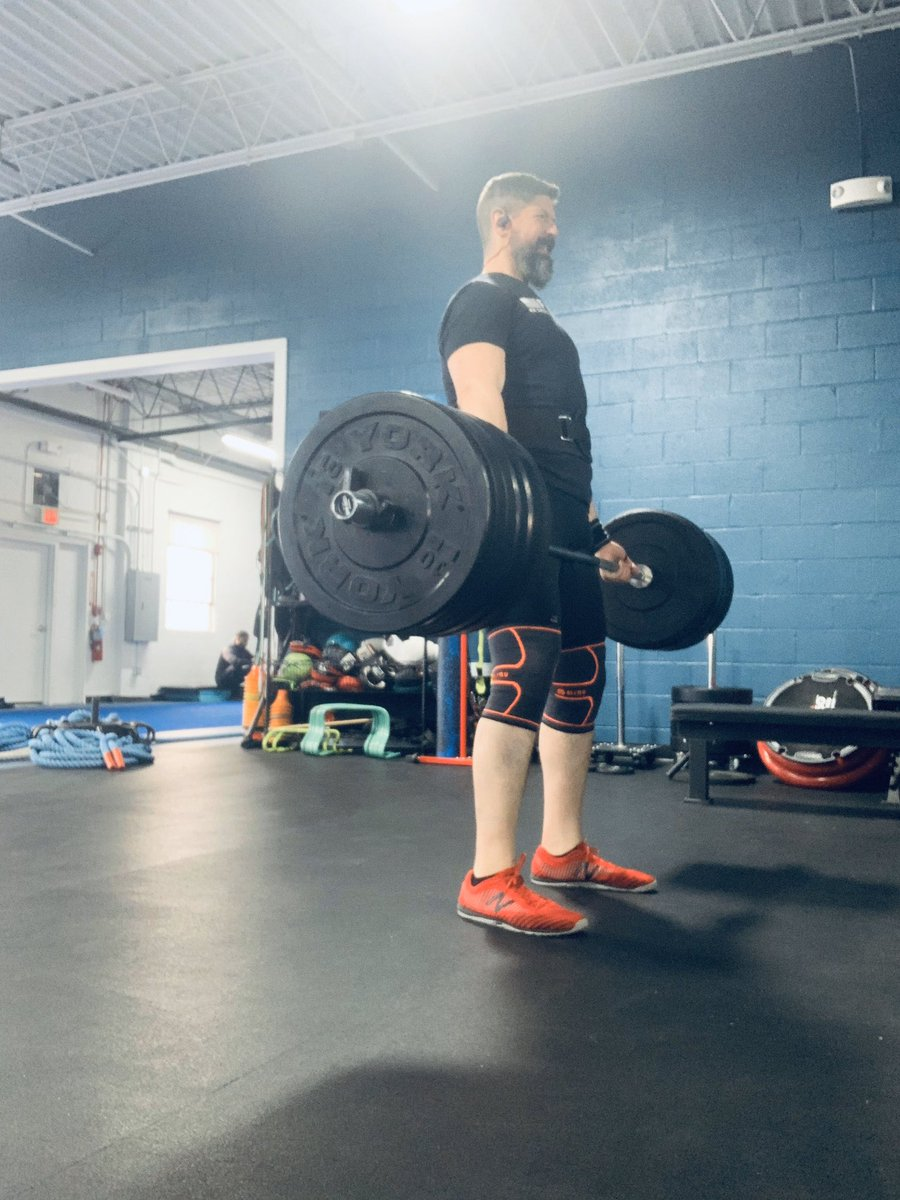 Finally started powerlifting again for the first time in over a year. Got back up to 285lbs on my deadlift today. Probably could've got to 300 but didn't wanna push it. #patience #liveyourbestlife <br>http://pic.twitter.com/Uli7xZiSN1
