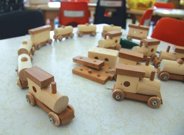 This fun train set is a simple project to make, will introduce kids to how enjoyable woodworking can be and will allow you to spend some time with your children:  #Make #Crafts #DIY #HandMade #Woodworking #CWWmagazine #FreePlanFriday