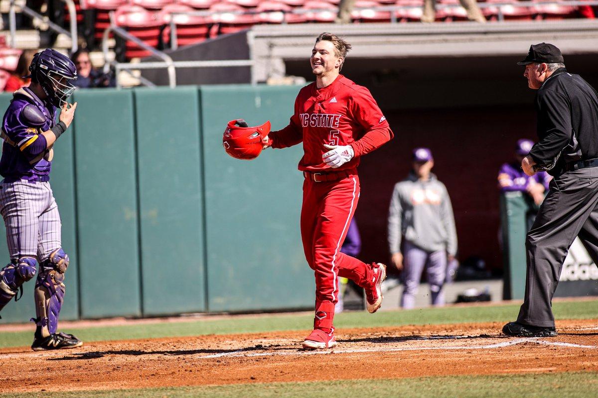 B7 | You can always count on PATTY BARRELS when you need him! Bailey launches a leadoff homer down the right field line to give us the lead back.  #Pack9 6, Iowa 5 <br>http://pic.twitter.com/bCC0tCDvCu