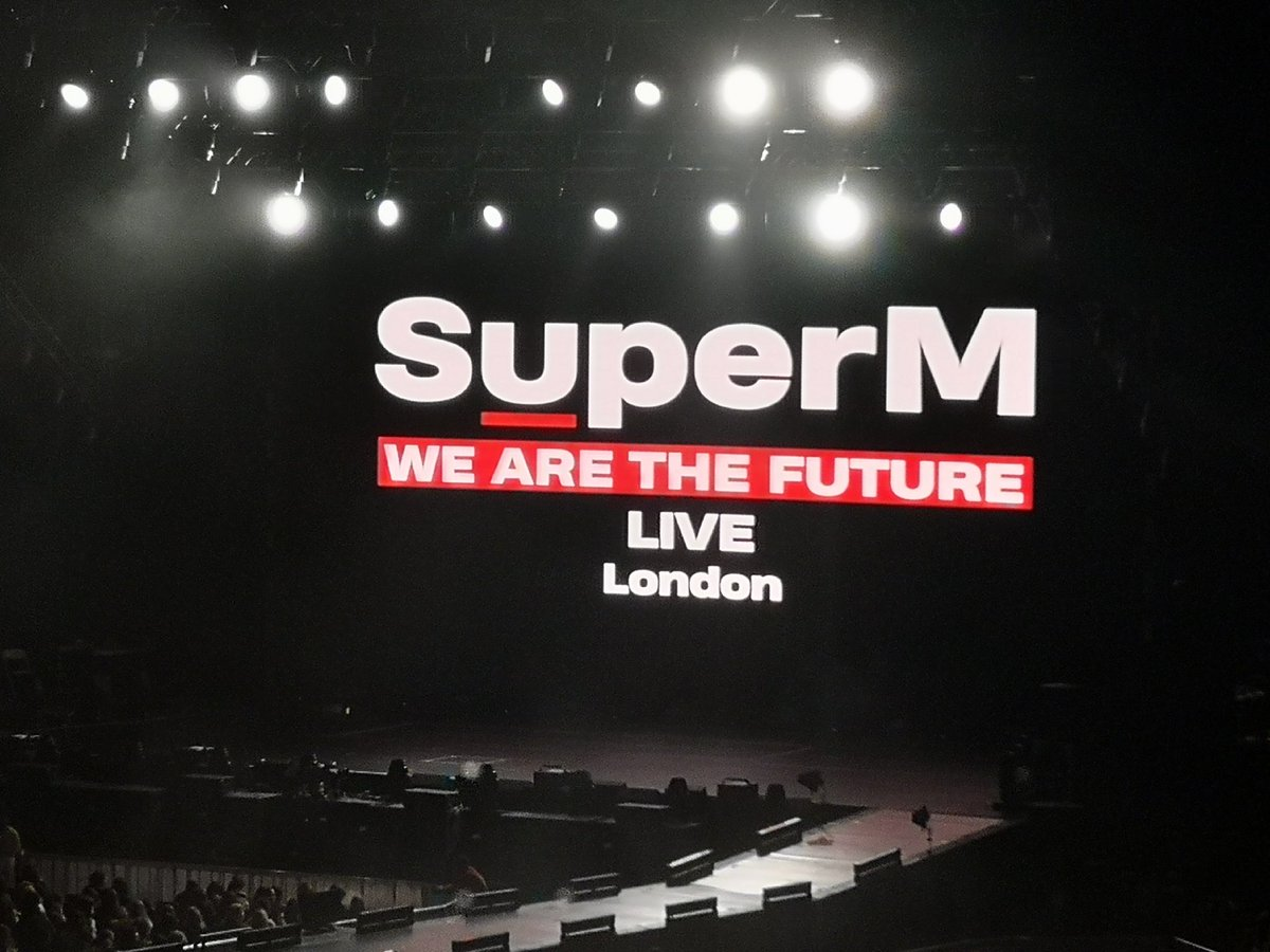 I will die when Ten starts to perform Dream In A Dream   #SuperMinLondon<br>http://pic.twitter.com/q4EcgfmUWH