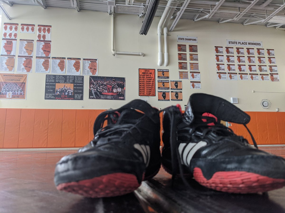 Coach Ruettiger leaves his shoes on the mat after the last practice of his Hall Of Fame Career. 🐐 🤼
