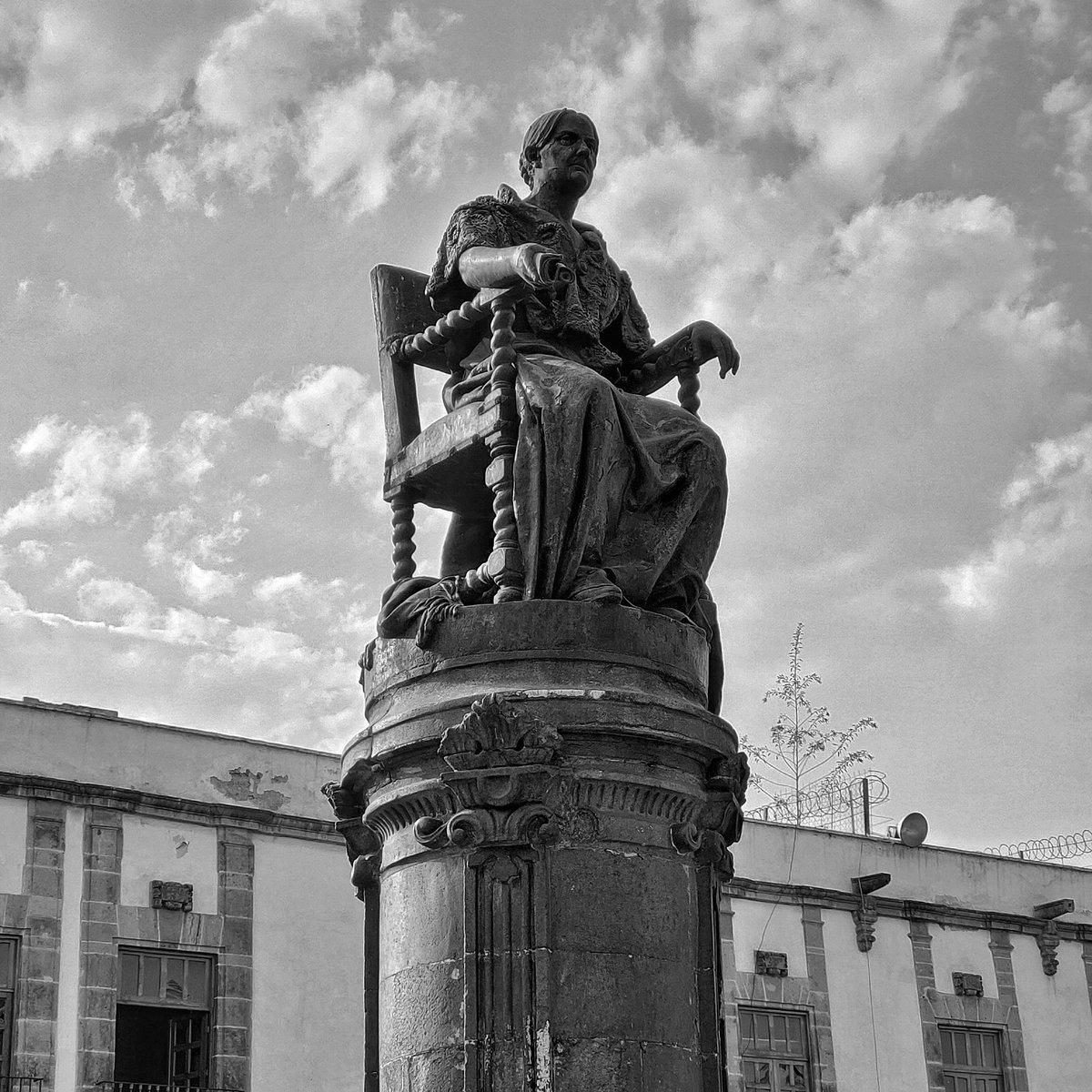 Josefa #Centro #plazadesantodomingo #estatua #statue #CDMX #monochrome #BlackAndWhite #blancoynegro #BlackAndWhitephoto #bnw #bnwphotography #street #streetphotography #citypics #cityphotography #streetshot #urbanphotography #cityscape #mi9t #cityshots #sky #cielo #clouds #nubespic.twitter.com/cFL7u2bj0M