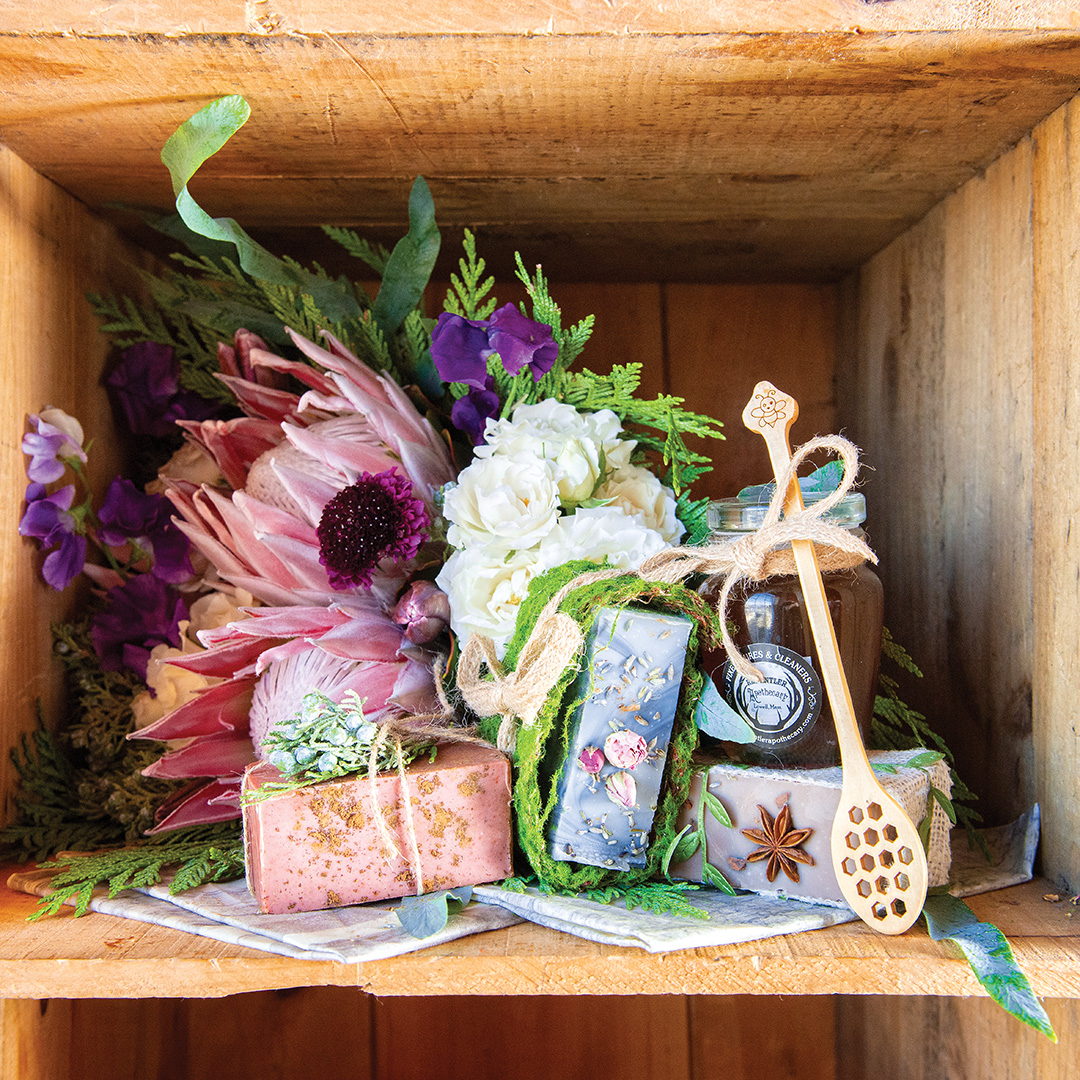 In Gen Y weddings, choices aren't only about which companies to support, but also the messages couples wish to convey. @Flower_Mill @PamOlderDesigns #bridal #flowers #geny #shoplocal #sustainability