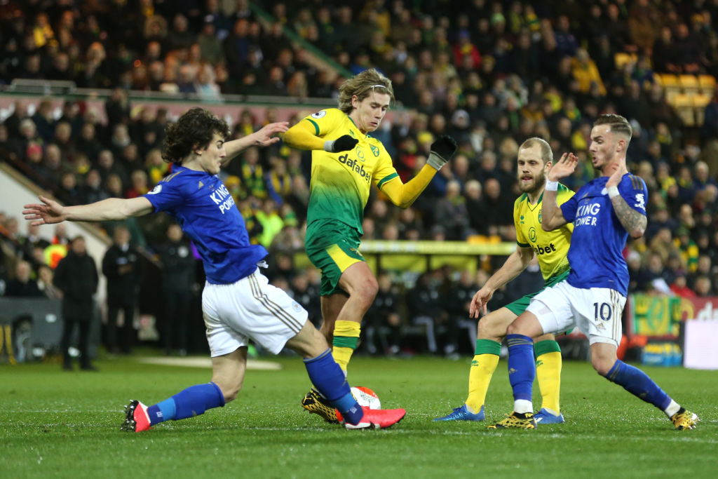 HT: Norwich 0-0 LeicesterPlenty of endeavour... no goals. #NORLEI live text: http://bbc.in/2TbPvg5#bbcfootball