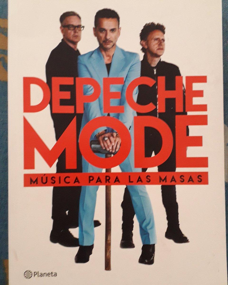 Nuevo libro para mí. 📖 Gracias a @libreria_dickens  #book #books #depechemode #music #davegahan #martingore #andyfletcher #alanwilder #vinceclarke #synthpop #instagood #instalike #SiguemeYTeSigo