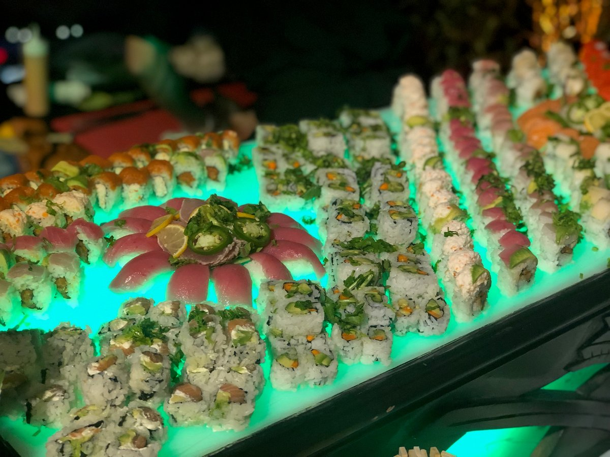 Get your #glow on 🔋Backlighting your #food stations is a unique and #cool way to highlight the dishes at your event while adding a neon element to your decor. We'd love to incorporate this into your next event at @southernexchangeatl! #seaveventtechnology
