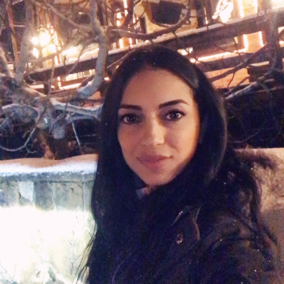 𝐒𝐭𝐫𝐨𝐧𝐠 𝐰𝐨𝐦𝐞𝐧 𝐚𝐫𝐞 𝐧𝐨𝐭 𝐛𝐨𝐫𝐧, 𝐭𝐡𝐞𝐲 𝐚𝐫𝐞 𝐜𝐫𝐞𝐚𝐭𝐞𝐝 𝐛𝐲 𝐭𝐡𝐞 𝐬𝐭𝐨𝐫𝐦𝐬 𝐭𝐡𝐞𝐲 𝐬𝐮𝐫𝐯𝐢𝐯𝐞*  #storm #strongwomen #womenempowerment #wintertime #olivegreen #naturalmakeup #givenchycosmetics #lauramercier #makeupforever #tomfordmakeup #EC20pic.twitter.com/RL07k6Tyxt