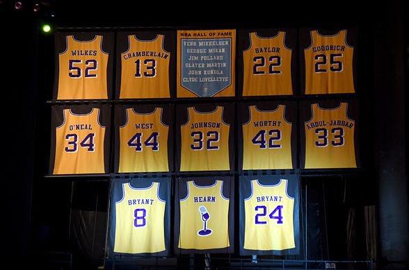 """Camisas da NBA on Twitter: """"A princípio, parece só mais uma camisa amarela  dos Lakers, mas esse uniforme esconde detalhes incríveis! Hoje é dia de  conhecer um dos meus uniformes preferidos dessa"""