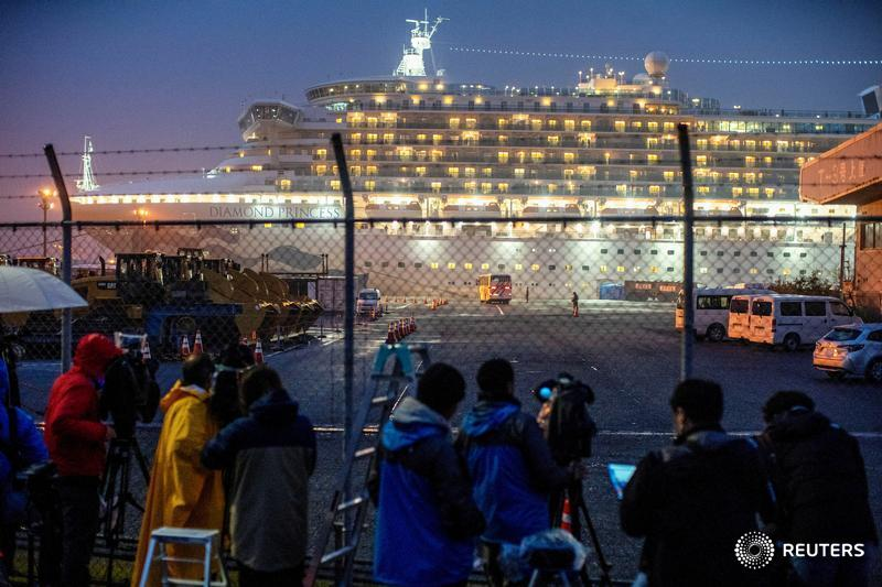 A bus arrives near the cruise ship Diamond Princess, where hundreds of passengers tested positive for coronavirus, at Daikoku Pier Cruise Terminal in Yokohama, south of Tokyo, Japan. More photos of the month: https://t.co/XhcV5CjW6w 📷 @Athit_P https://t.co/uD14i90A6V