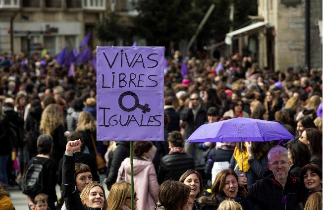 Mujeres: cambio radical en las relaciones sociales #Artículo de @Carlos_Tampico http://eluni.mx/nzpv3bnxq