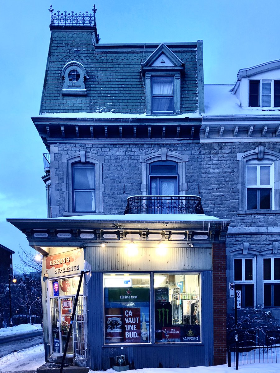 #Vendredi soir; #Friday evening in #Montreal. #mtl #urbanphotography #nightphotography #photography @mtlblog @MTL_Ville @Ponto_mtl @Montreal @TourismeQuebec @meteomedia @weathernetworkpic.twitter.com/jOkVV2QSG9