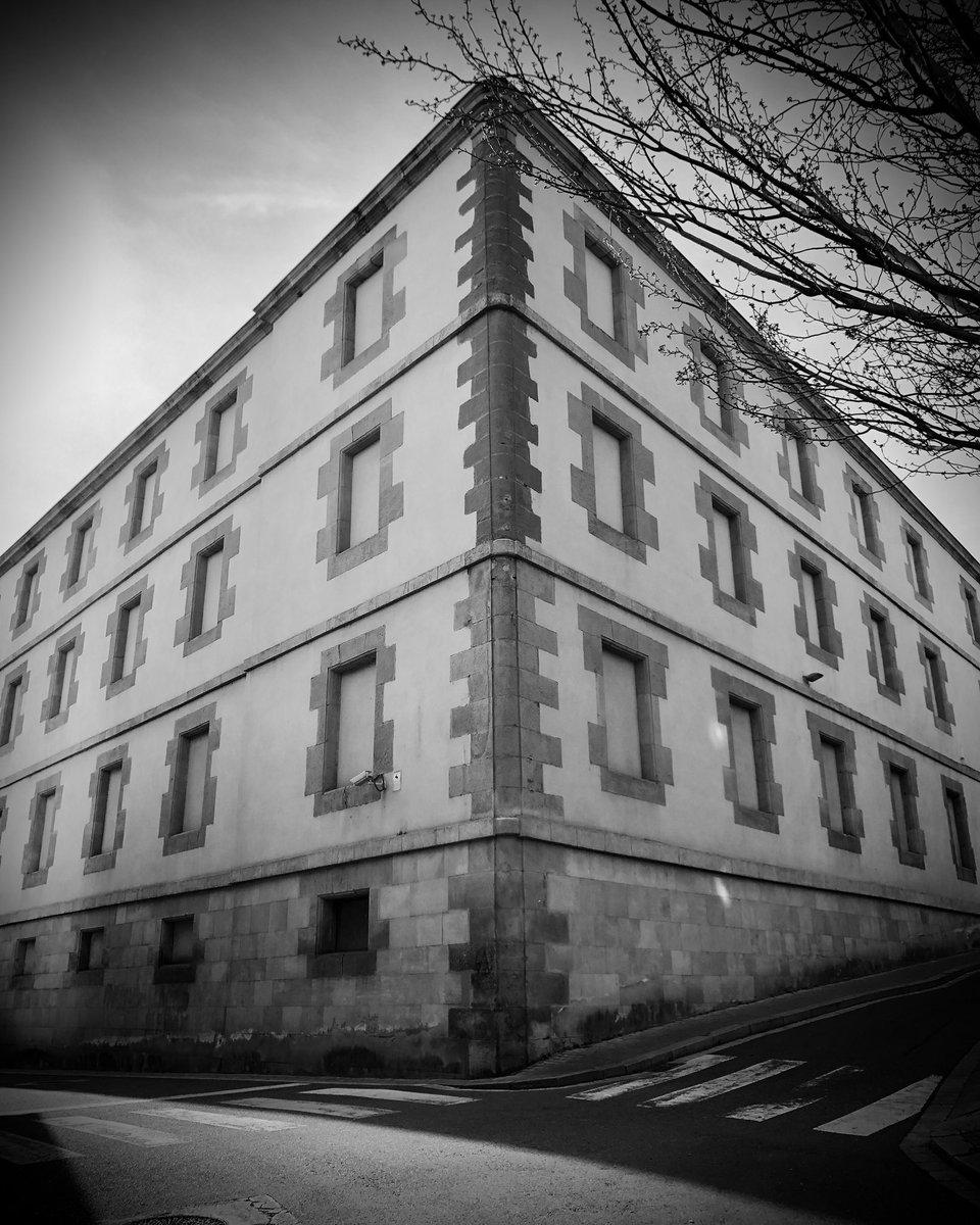 #blancinegre #bnwphotography #blackandwhitephotography #blackandwhite #bin #baw #byn #bnw #bnw_shots #bnw_greatshots #bnw_planet #bnw_photos #bnw_photography #lleida #igerslleida #turismedelleida #comparteixlleida #urban #urbanphotography #edificisdelleida #oldtown #cascanticpic.twitter.com/UBCpVhZE6K