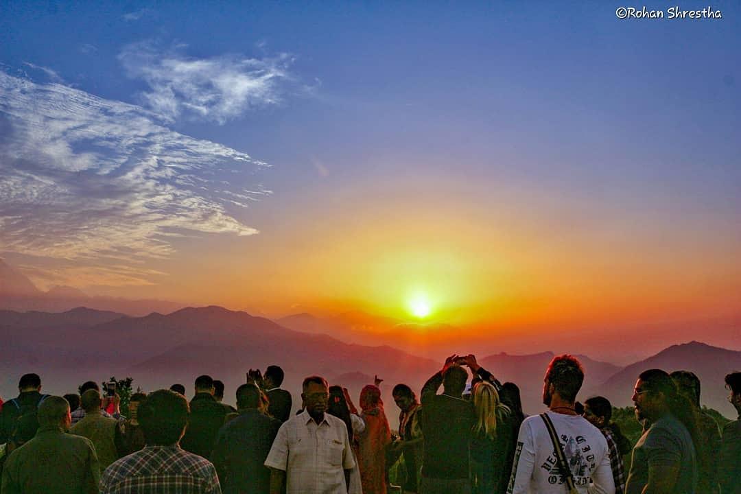 सुर्योदय :  Good morning Nepal from Sarankot, Pokhara   Pic. @rohan_captures pic.twitter.com/hz7Zr1UdJu