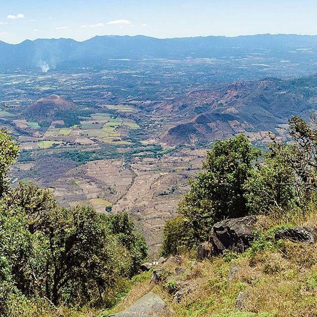 Vista a Guate desde la cima del Chingo. . . . #NeverStop #690abcSports #run #runner #runnerlife #running #runningpassion #runninglife #runtagram #train #trainhard #trainning #trail #trailrunning #trailrunlife #trailrun #trailrunner #trailrunaddict #natur… https://ift.tt/2vi68xspic.twitter.com/cf6HFgSN1n