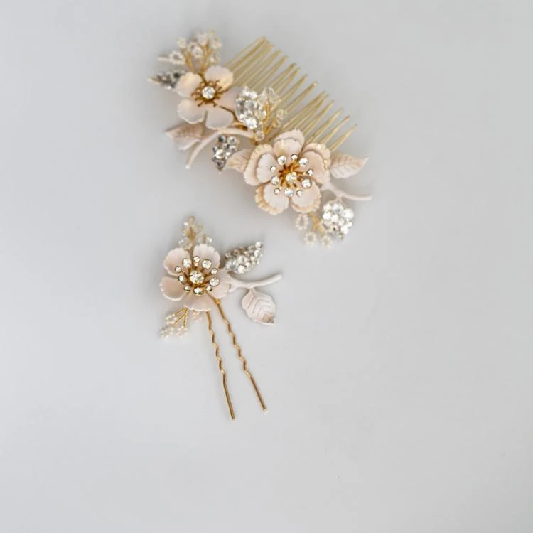 Vintage Flower Leaf Hair Comb Pin Crystal Rhinestones Headband Hairband Brides Headpiece Bridal Jewelry Wedding Accessories  Get these at:   Visit  for more!  #jewelry #Accessories #style #fashion #beauty #vintage #Flowers #bridal