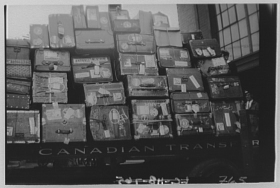 """""""Canadian scenes. Stack of boxes and trunks"""" https://www.loc.gov/pictures/item/2019673108/… ^mspic.twitter.com/gdqWhvcyL6"""
