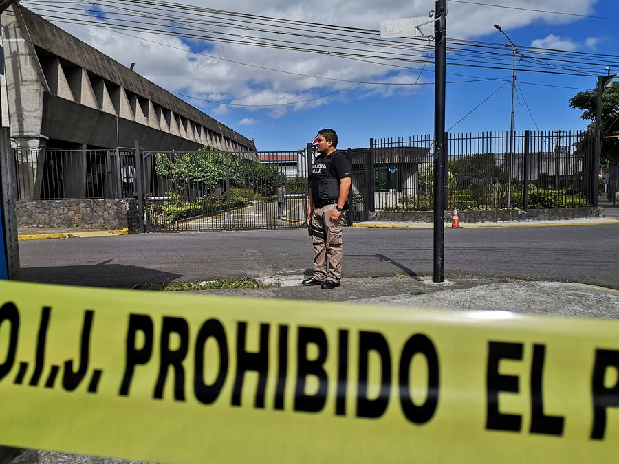 Costa Rican prosecutors order ten simultaneous raids for data privacy investigation on areas that included  president's offices & Ministry of National Planning http://xhne.ws/kirRu