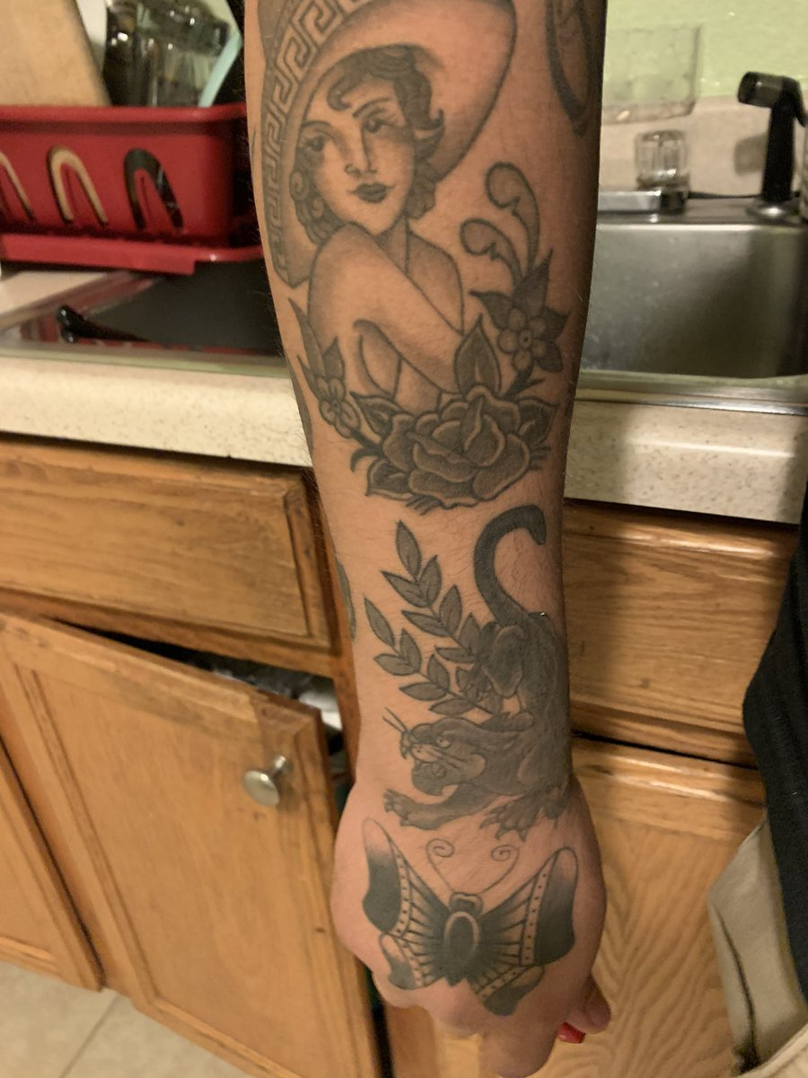 I have my arm like this kinda, theres a point where too many tattoos in a stack looks off af pic.twitter.com/ocRkTslJgb