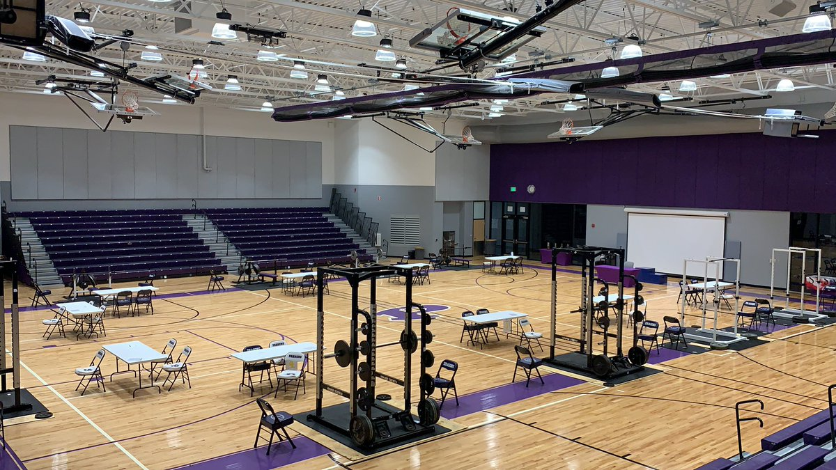 5a State Powerlifting! The calm before the storm!#whoWantsItMorepic.twitter.com/AxCysLLzpi