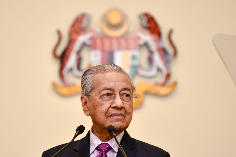 Mahathir @chedeofficial says he has received support from Pakatan Harapan coalition to be their candidate for new prime minister http://xhne.ws/3A6Rt