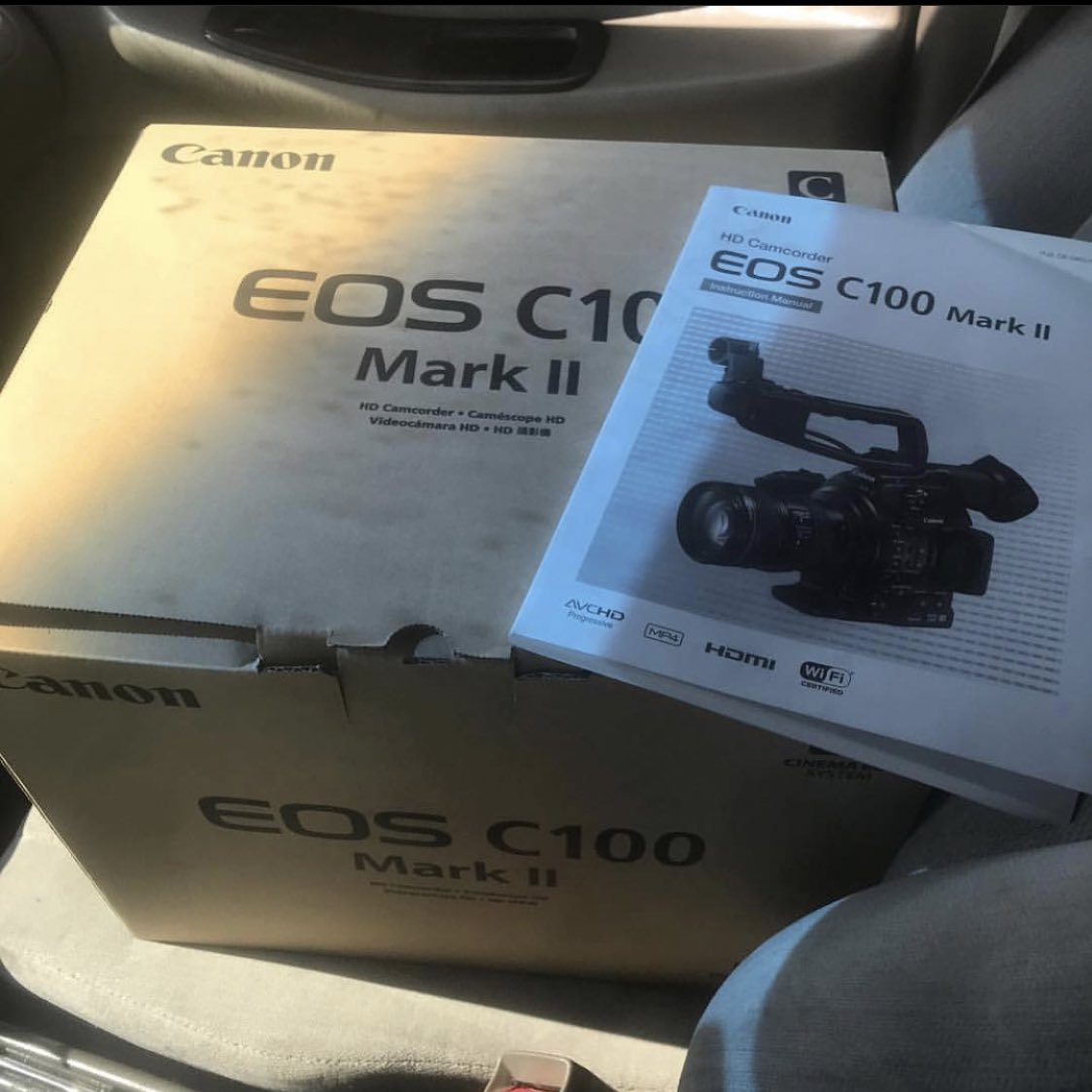 So in June 2017 I purchased my very first camcorder and told myself I was gonna chase my dreams, then in August 2018 I invest in an iMac and created Booney Films Studios, and now March 7th 2020 I'll be releasing my first short film !!!! Crazy. pic.twitter.com/ZaWDKC1k2F