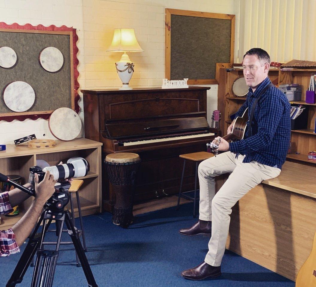 Mitch on set filming with @ShalomWorldTV   #theteachers #christianteachers #christianmusic #megan #mitch #perth #australiancatholic #newcatholicmusic #shalomworld #shalomworldmediapic.twitter.com/BwlEDXqaYG