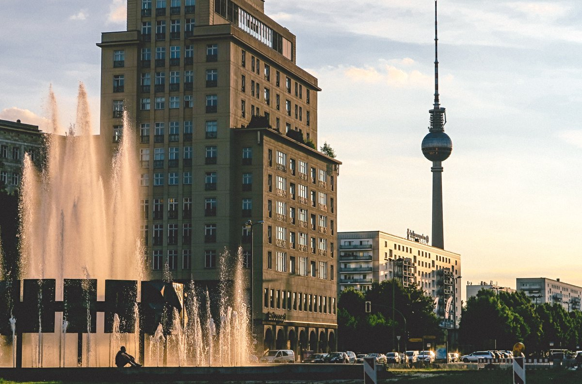 """The #Conference """"co:LaBerlin - Forschen mit der Gesellschaft"""" is taking place in #Berlin on the 25 and 26 of March. Read more and register: http://bit.ly/CoLABerlin #urbandevelopment #mobility #sustainability #urbansustainability #researchwithsociety #transdisciplinaritypic.twitter.com/dNCoWlkr4N"""