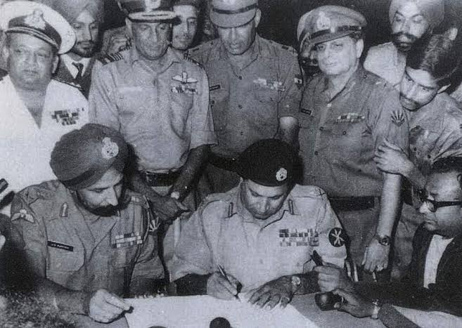 91000 surrender and loss of half country :) after that kargil :) bina Baloochistan haare sudharne wale nahi :) pic.twitter.com/H2uMIG5MH1