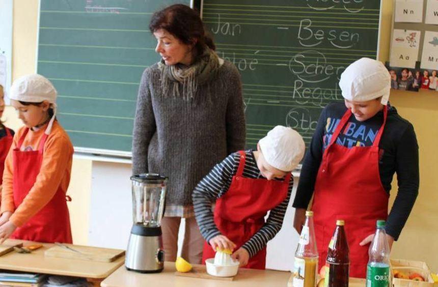 """#YOLO steht für """"Man lebt nur einmal"""". Dazu gibt es vom Kreis Bergstraße eine Gesundheitsaktion, die am Donnerstag an der Grundschule in #Elmshausen Station machte. https://ift.tt/2PzItzb https://ift.tt/2PzItzbpic.twitter.com/DUpMytKJgZ"""