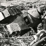 戦車が溝にハマった結果?操縦士の表情が凄い哀愁漂ってる!