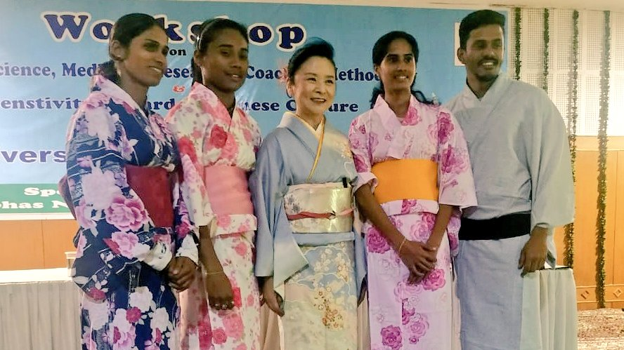 Waw! Our start athletes during Japanese etiquette and cultural sensitisation event for #Tokyo2020 Olympics. https://twitter.com/HimaDas8/status/1233728321713778688…