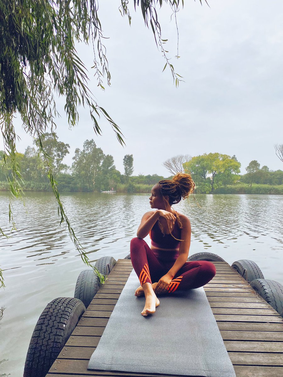had the best morning doing yoga by the river with one of my besties . grateful for meditation & for a healthy bod. pic.twitter.com/k0PXMxv9dL