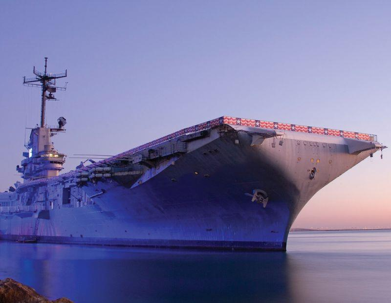 Have you been on the #USSLexington? Explore this beauty in the Corpus Christi Bay during your vacation to Corpus Christi!  Read More: https://bit.ly/32WTNtm pic.twitter.com/n0A8BBcURW