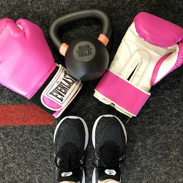 It's a Bells & Boxing kind of day! Workout is done & done at @arenafitnesstrainingcenter.    #sweatpink #fitfluential #kettlebell #boxing #SFV #ArenaFitness #ClassPass #Northridge #workout #fitness #trainingforthe5k #newbalance #everlast  https:// ift.tt/2uEQwUb    <br>http://pic.twitter.com/t6a42pvKhN