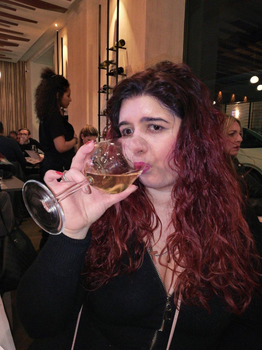 #unpodivino ? #sigrazie  #noncirinuncereimai #sabato30marzo2019ore21  #glass #drink #drinks #drinkporn #getinmybelly #yummy #yummywine #drinkwine #drinklocal #instagoodwine #slurp #wine #thirsty #vinobianco #vineoftheday #restaurant #selfievine #whitevine #drinkup  #liquorpic.twitter.com/ROHnuk2gcZ