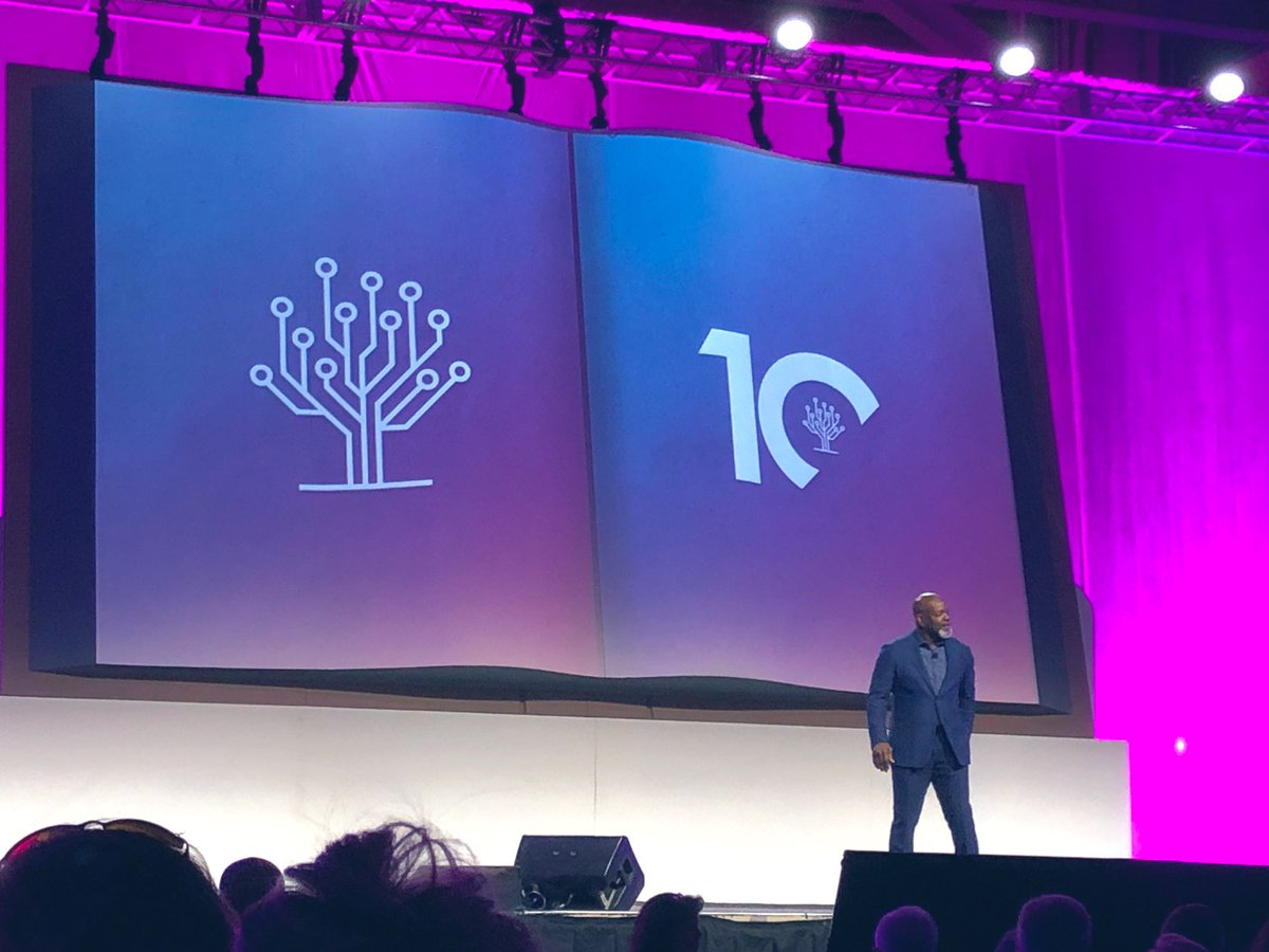 """""""I love cheese on my grits!"""" @EmmittSmith22 #RootsTech #southernlife #Rootstech2020 #RootsTech10Years #storyofyou #genealogy https://t.co/cPc3wPJtdM"""