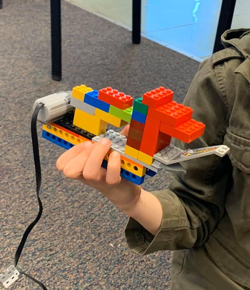 We built some exciting battle rams in our new Animal Architecture Class! We reviewed gear meshing and learned about how speed and power effect movement which lead to some fun and epic ram head butting! #playwell #LEGO #legofun #handsonlearning #stem #learningthroughplay #STEMpic.twitter.com/dfnkPvExCV