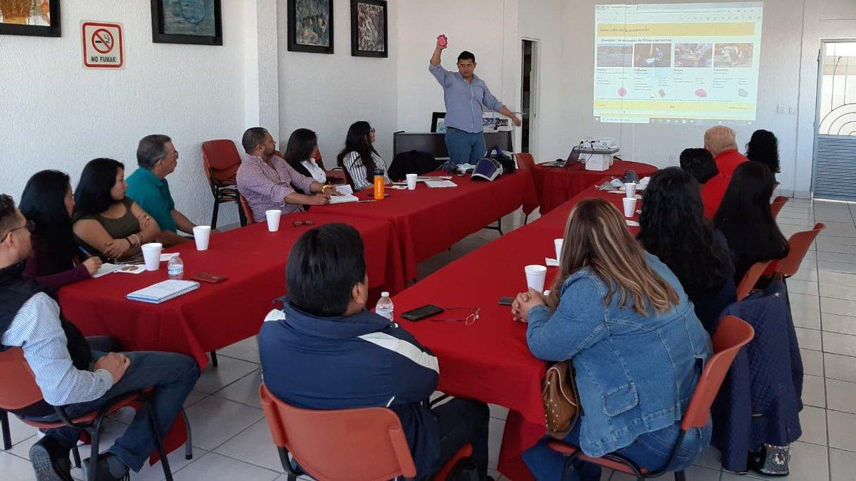 Conocemos la importancia del #usoadecuado del #equipodeproteccionpersonal y la compartimos con nuestros #clientes. #Gracias por asistir al #curso de #protección #respiratoria #alturas y #espaciosconfinados, impartido por @3Mmexico en nuestra sucursal de #RayhsaQueretaro.