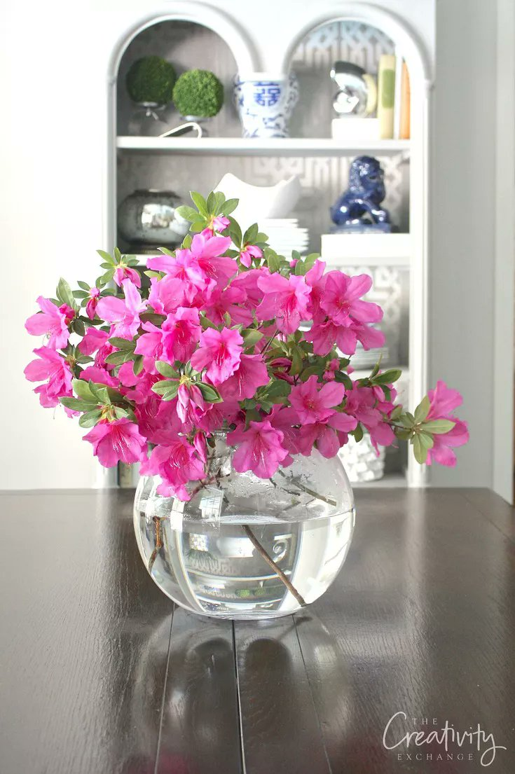 When creating a #DIY floral arrangement, don't hesitate to use flowers from your own garden. #lifestyle